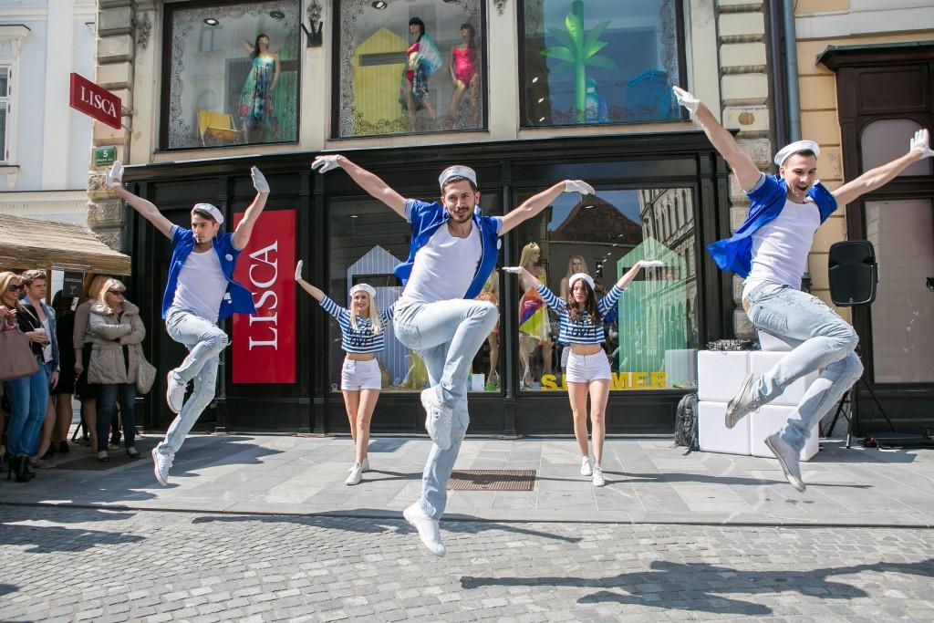 Lisca prodajalna_plesalci-1